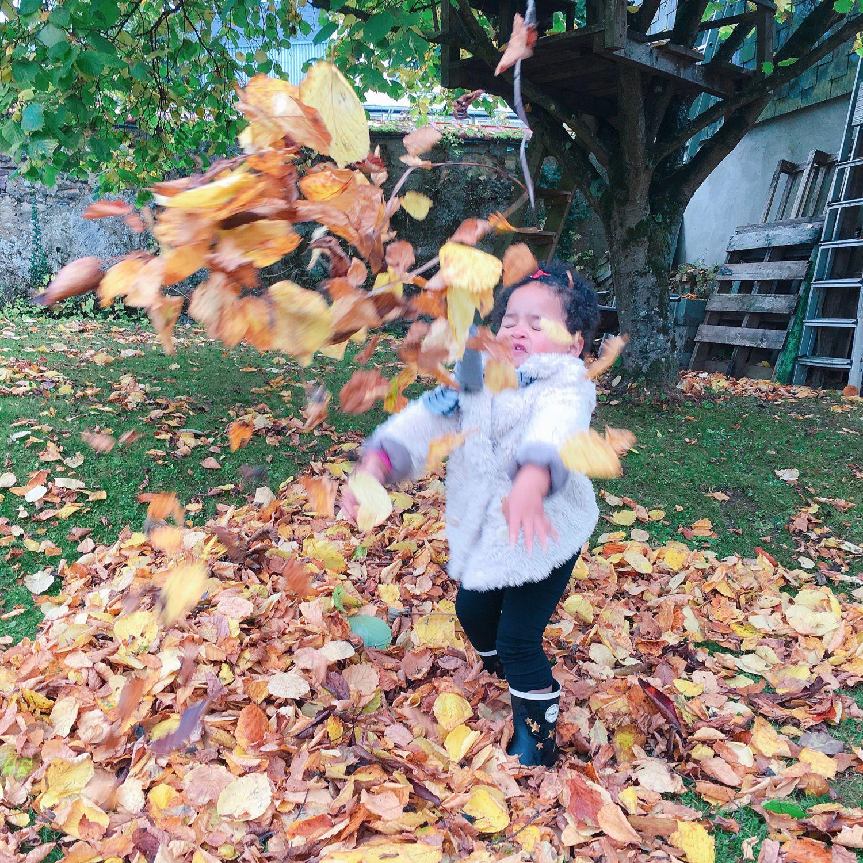 1610_automne_jardin_enfant_feuilles