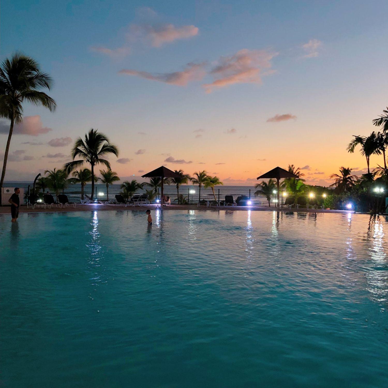 pierre et vacances guadeloupe - piscine coucher de soleil