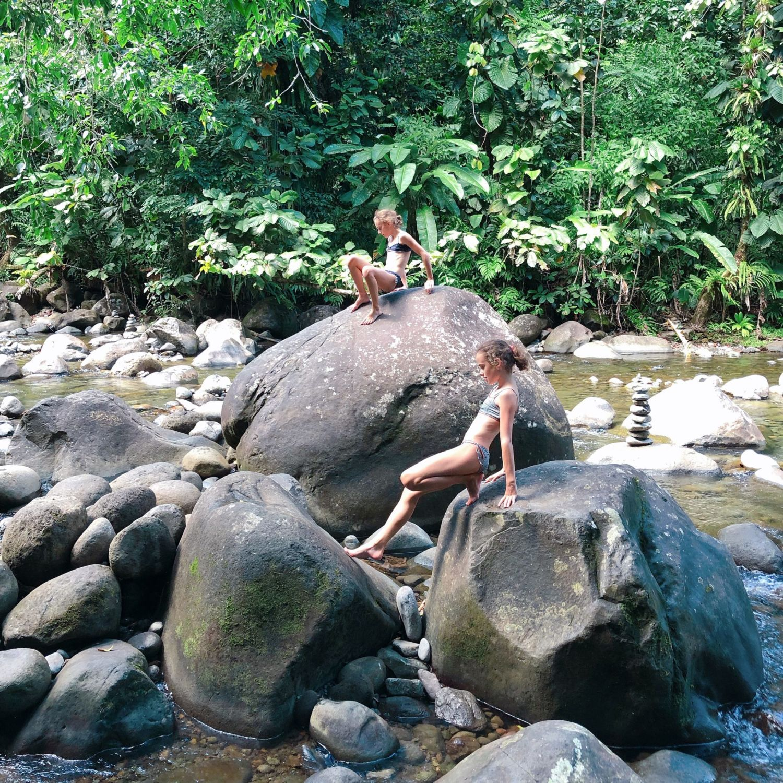 guadeloupe - cascade écrevisses - enfants rochers