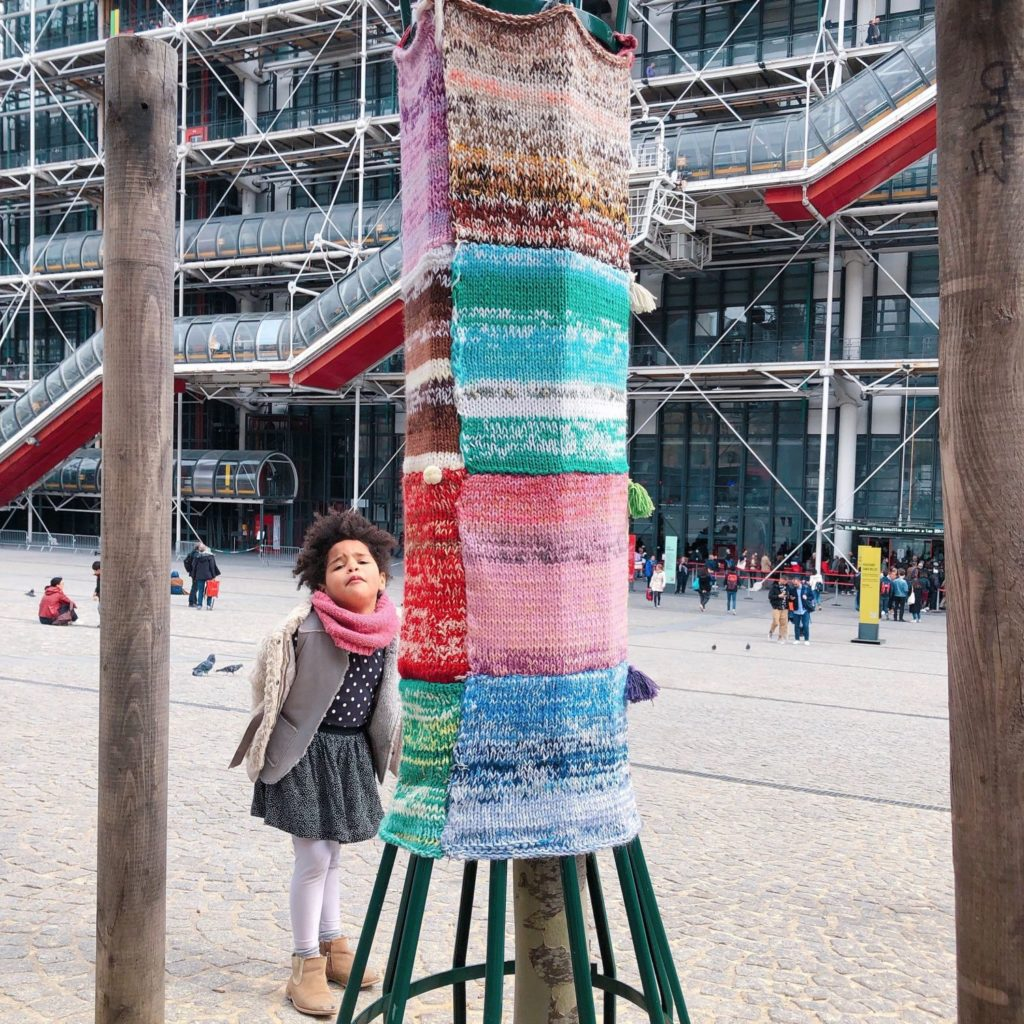 esplanade Georges Pompidou - Paris - yarn bombing